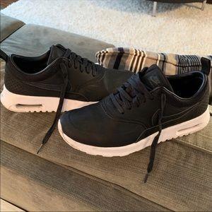 Women's Black Nike Air Max Sneakers 👟🏃♀️